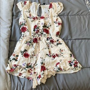 American Eagle Romper. Floral. NWT.